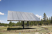 USA. Utah. Bryce Canyon. Panneaux solaires alimentant notamment le visitor center.