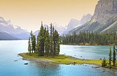 Spirit Island, Maligne Lake in front of Mount Paul, Monkhead and Mount Warren mountains, Maligne Valley, Jasper National Park, Canadian Rockies, Alberta, Canada, North America